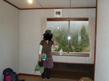 オーレン小屋 部屋.JPG